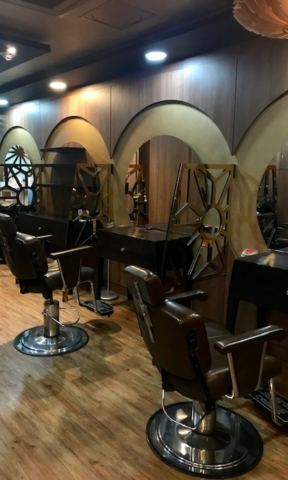 Beauty salon inside El Dorado Priority Lounge